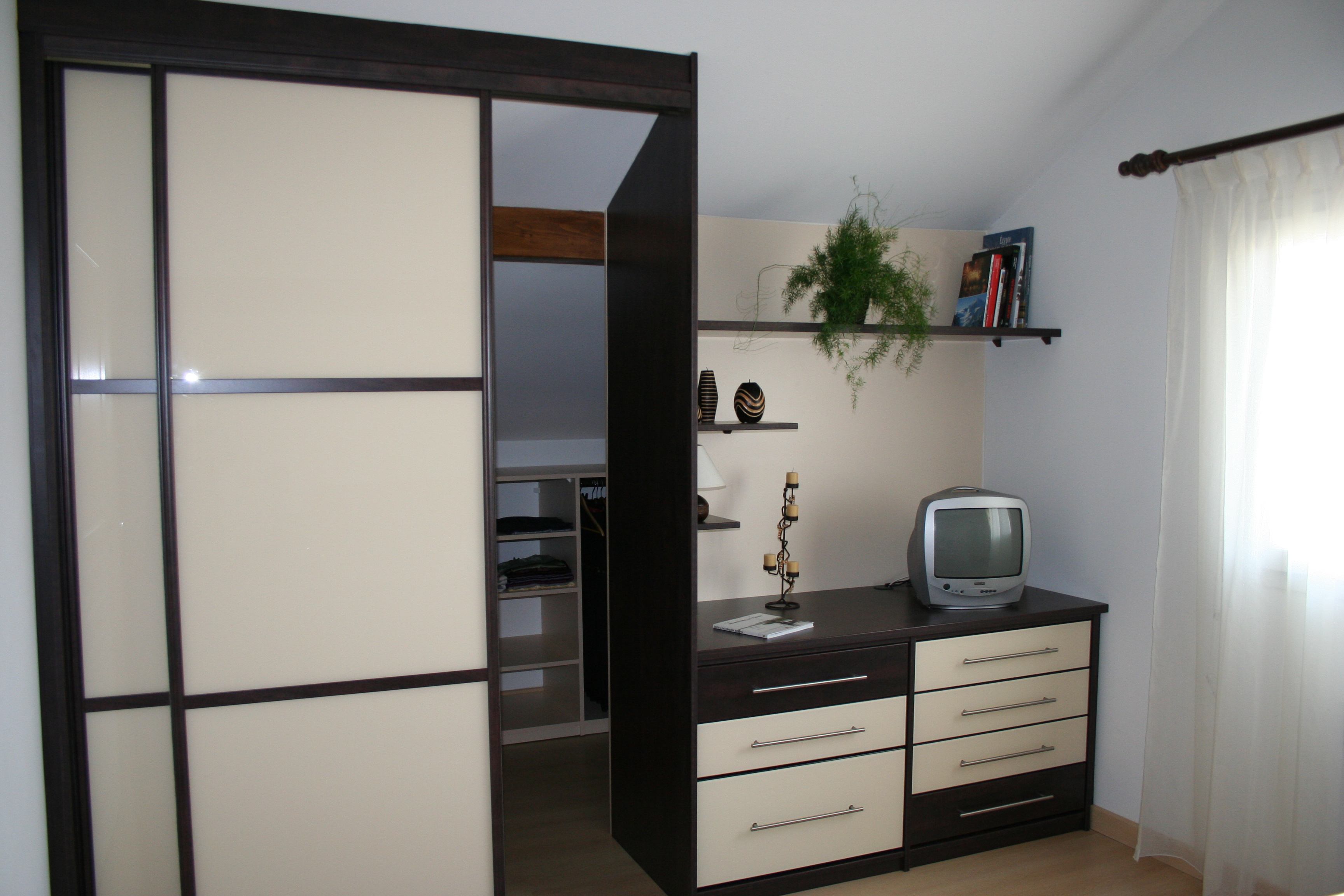 fa ade verre laqu dressing concept. Black Bedroom Furniture Sets. Home Design Ideas